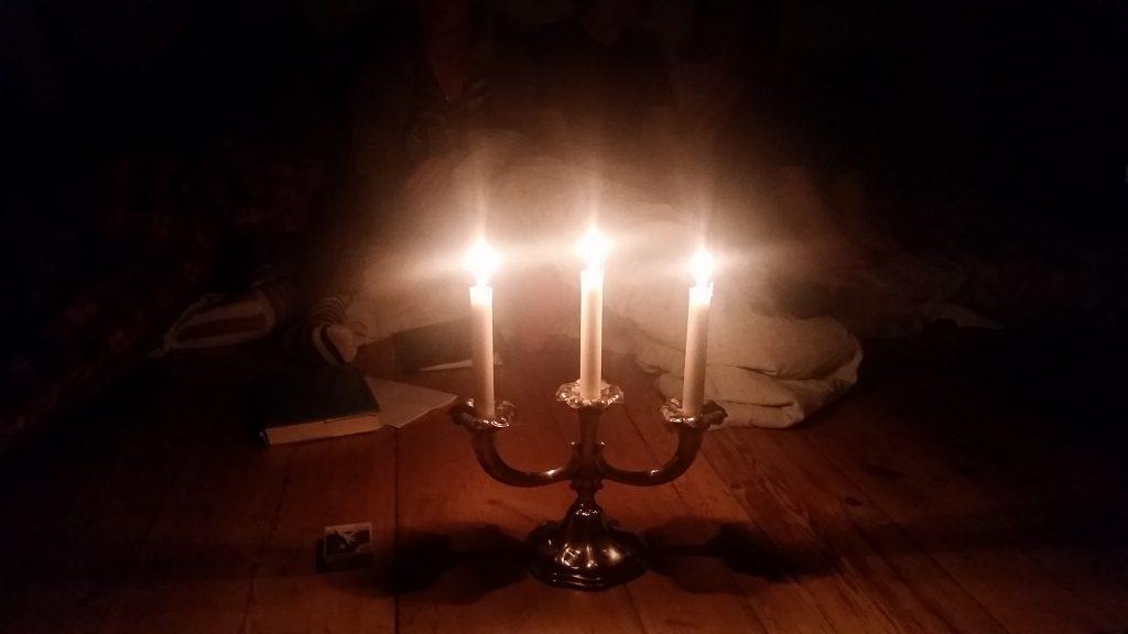 Efter middagen läste ledarna mystexter och spelade utvald mysmusik.