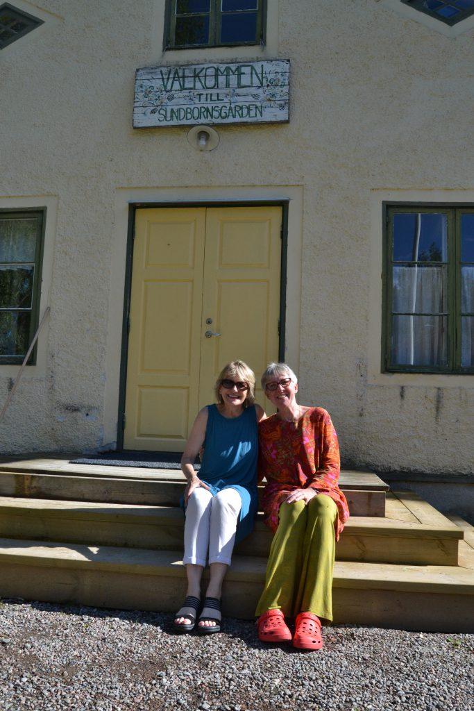 Två konfirmander från 1974, Kajsa och Kristina Pichalski (Lindgren) återses efter 40 år