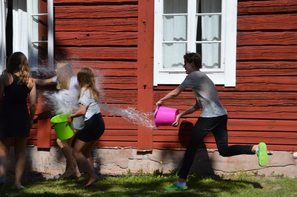 Vad är en solig sommardag utan ett vattenkrig?
